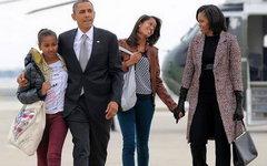 Барак Обама с семьей. Фото со страницы Малии Обама в Facebook