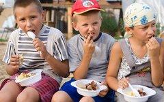 Питание в детском лагере © KM.RU