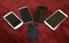 5 смартфонов разных компаний. Фото Kskhh с сайта wikimedia.org