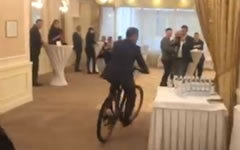 Стоп-кадр с видео на странице Олега Ляшко в Facebook