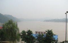 Место слияния рек Янцзы и Миньцзян. Фото с сайта wikimedia.org