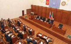 Фото с сайта parlamentchr.ru