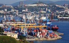 Морской торговый порт во Владивостоке. Фото с сайта wikimedia.org