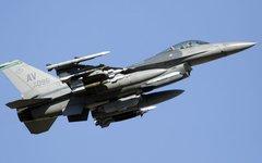 Самолет F-16. Фото с сайта wikimedia.org