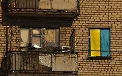 Украинский флаг в окне