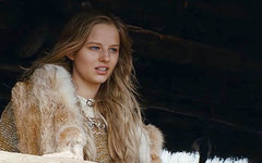 Кадр из «Викинга» с Александрой Бортич. Фото с сайта kino-teatr.ru