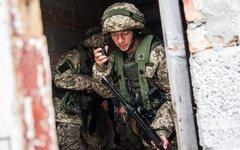 Украинский десантник на учениях. Фото с сайта wikimedia.org