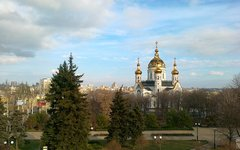 Вид на центр города с памятника Жертвам фашизма. © KM.RU, Федор Сергеев