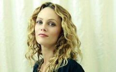 Ванесса Паради отменила выступление в Барселоне из-за беспорядков
