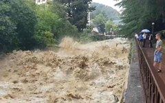 В Сочи проливные дожди затопили улицы и пляжи