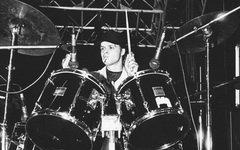 Скончался барабанщик группы «Центр» и муж Джоаны Стингрей