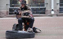 Семейная чета уличных музыкантов подверглась нападению подростков