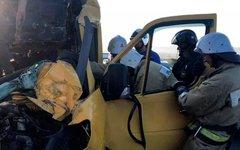 Столкновение микроавтобуса с Камаз в Крыму