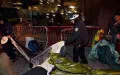 Полиция разгоняет лагерь «Захвати Уолл-Стрит»
