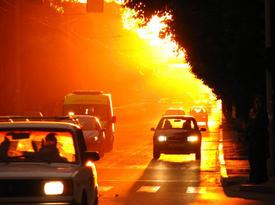 Август. Жара: растет спрос на кондиционеры, машины закипают на дорогах