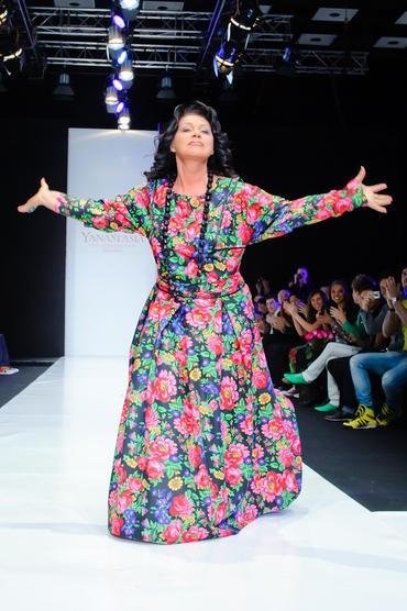 Платье из гардины